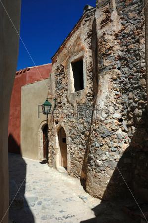 Древние стены византийского города Монемвасия на восточном побережье Пелопоннеса, Греция