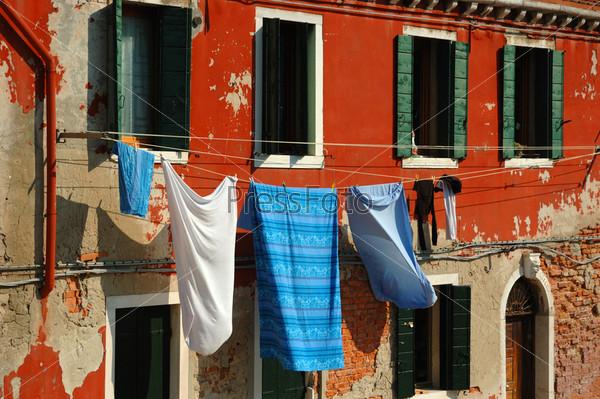 Белье на веревках. Старая Венеция, Италия