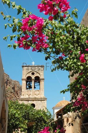 Купол старинной византийской церкви Элкоменос Христос города Монемвасия на восточном побережье Пелопоннеса, Греция