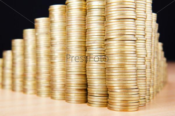 Высокие стопки золотых монет