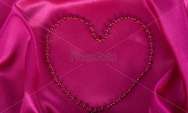 Сердце на красном шелке