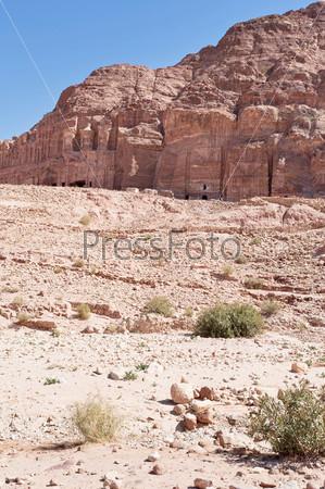 Панорама королевских гробниц в древнем городе Петра, Иордания