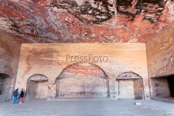 Фотография на тему Интерьер зала древней Гробницы Урны в древнем городе Петра, Иордания