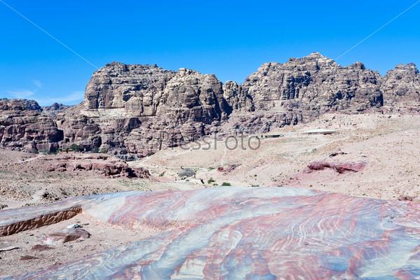 Разноцветная каменная долина в Петре, Иордания