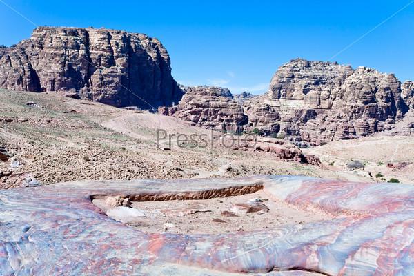 Фотография на тему Разноцветная каменная долина в Петре, Иордания