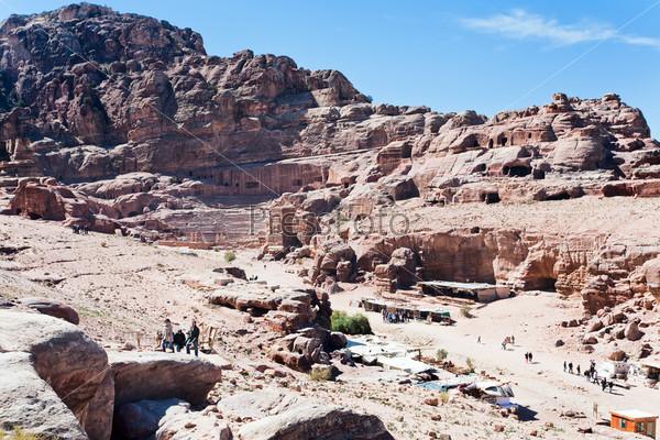 Древний театр и Улица фасадов в древнем городе Петра, Иордания