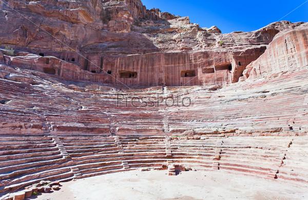 Древний набатейский театр в древнем городе Петра, Иордания