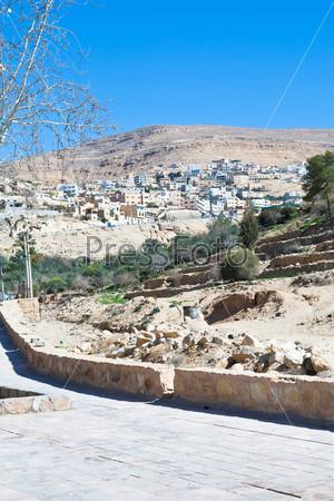 Вид на город Вади Муса из древнего города Петра, Иордания