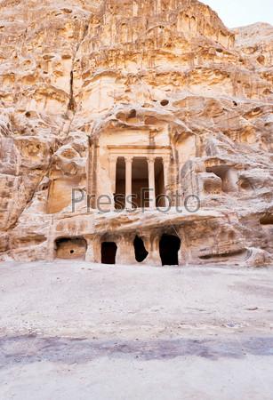 Древний набатейский храм в Малой Петре, Иордания