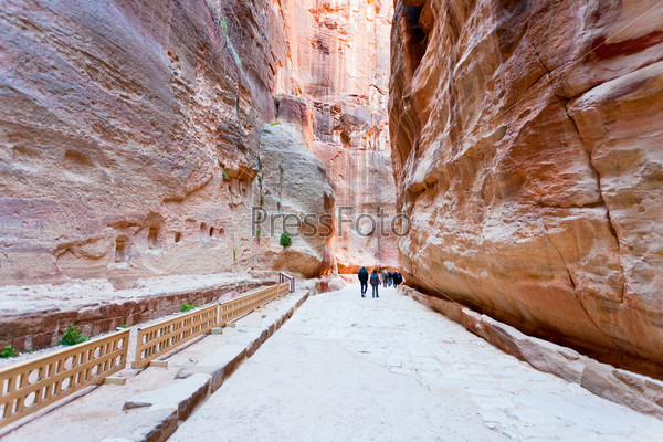 Фотография на тему Путь через ущелье Сик в каменный город Петра, Иордания