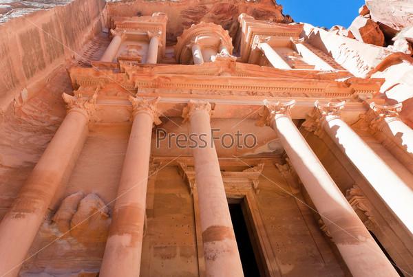 Фотография на тему Казначейство в древнем городе Петра, Иордания