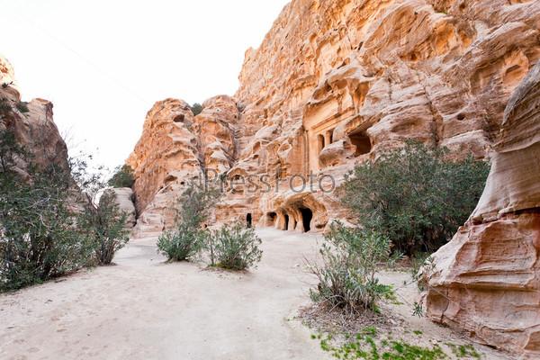 Фотография на тему Древняя площадь в Малой Петре, Иордания