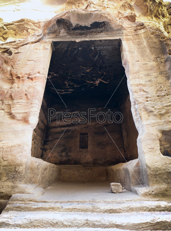 Интерьер большой древней комнаты в Малой Петре, Иордания