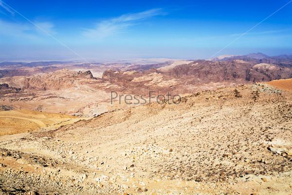 Панорама гор Иордании неподалеку от Петры
