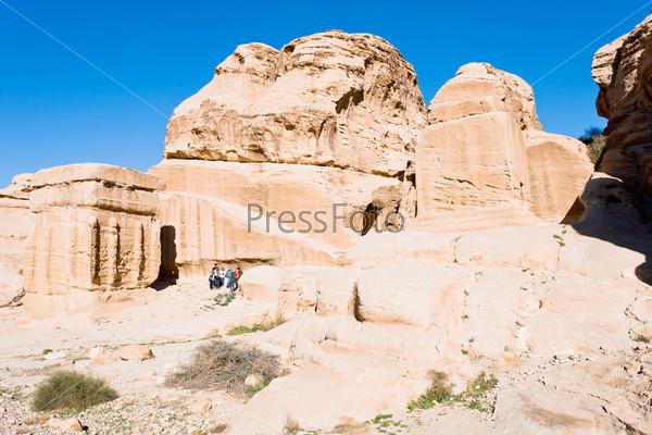 Камни духов и Гробница обелисков. Ворота в Сик, Петра, Иордания