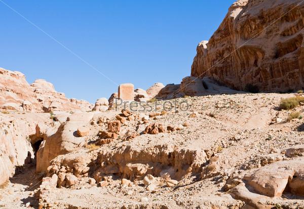 Сухое русло Вади Муса в ущелье Сик в Петре, Иордания