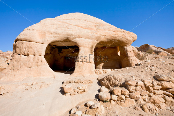 Каменная пещера в Баб-ас-Сик в Петре, Иордания