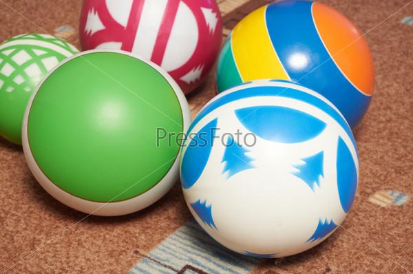 Фотография на тему Детские мячи на ковре