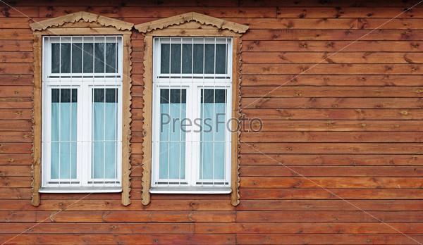 Окна в старом деревянном доме