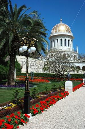 Фотография на тему Аллея в садах Бахайского храма, Хайфа, Израиль