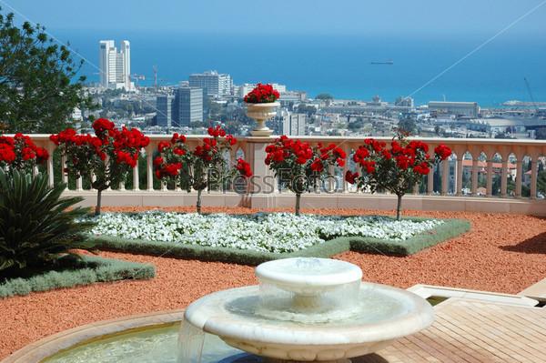 Фотография на тему Вид на Хайфу с террасы сада Бахайского храма, Израиль