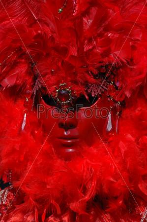 Красная венецианская дама - маска карнавала в Венеции, Италия