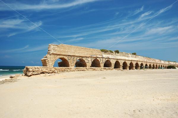 Античный акведук в Кейсарии, Израиль