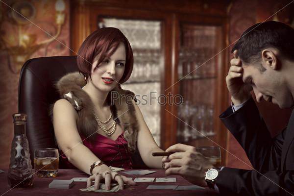 Фотография на тему Роскошная жизни. Богатая женщина побеждает в игре в покер