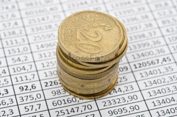 Фотография на тему Монеты евро на биржевой диаграмме