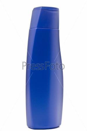 Бутылка шампуня, изолированная на белом фоне