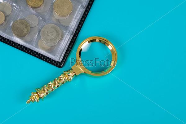 может картинка лупа с монетами того, что
