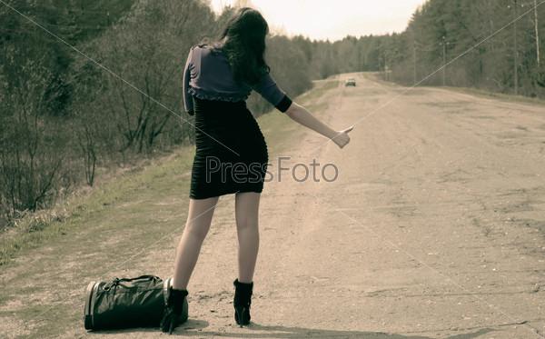 Девушка на дороге фото 700-761