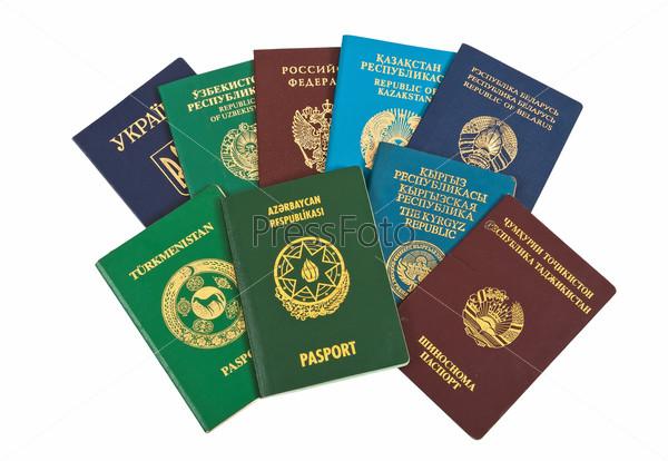 Иностранные паспорта, изолированны на белом фоне