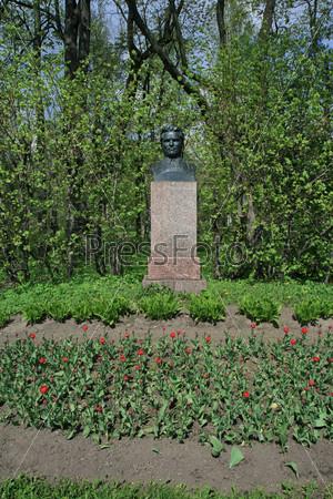 В Центральном парке Санкт-Петербурга. Памятник С.М. Кирову