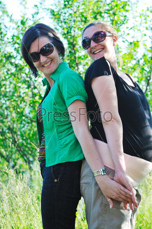 woman pragnant outdoor with friend