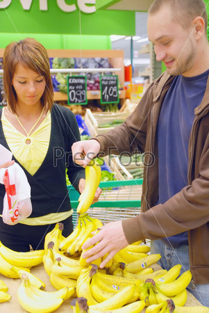 happy couple buying bananas