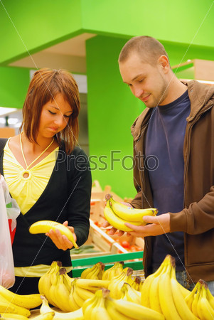 happy couple buying bananas