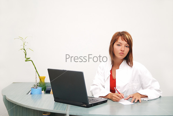 Smilling nurse with laptop
