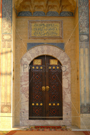 Дверь в мечети, Стамбул, Турция