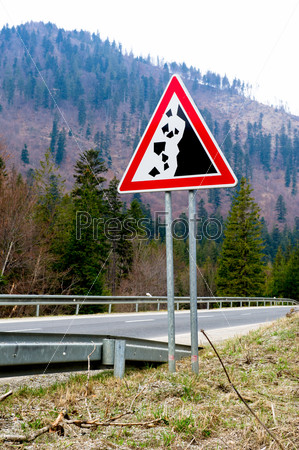 Falling stones, road sign