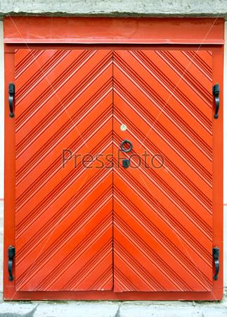Red wooden door design