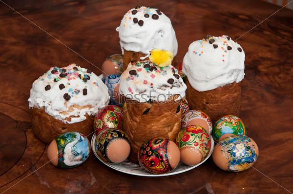 Пасха и яйца на столе