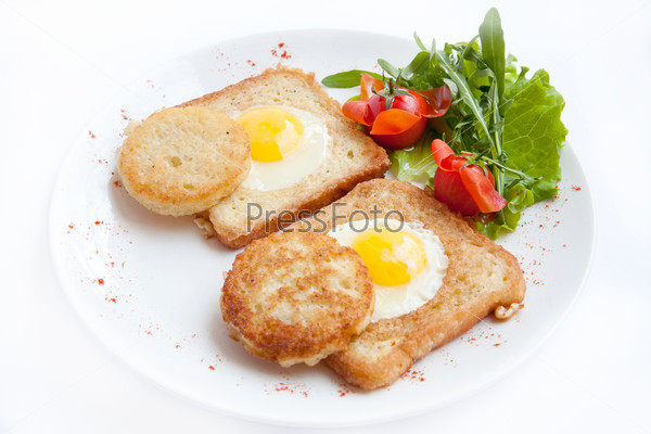 fried eggs with toast