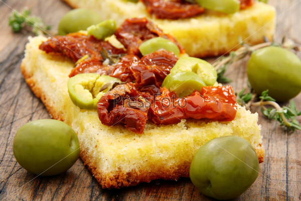 Bread with olives, sun dried tomatoes and thyme.