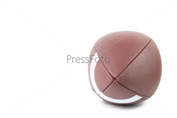 Мяч для американского футбола на белом фоне