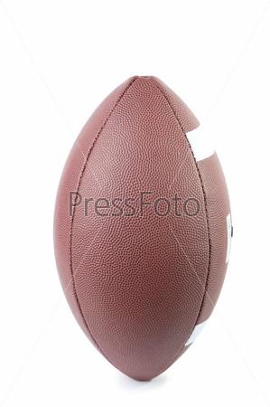 Мяч для американского футбола, изолированный на белом фоне