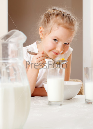 Child eat breakfast