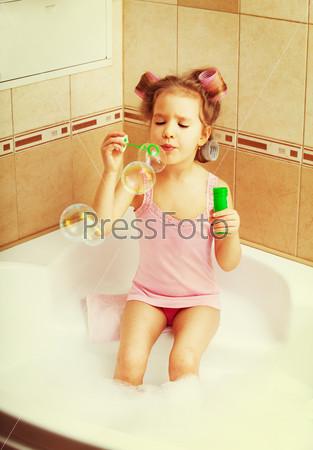фото малышек в ванной