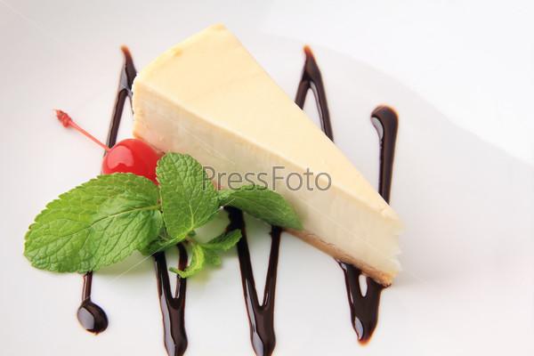 vanilla cheesecake with mint and cherry