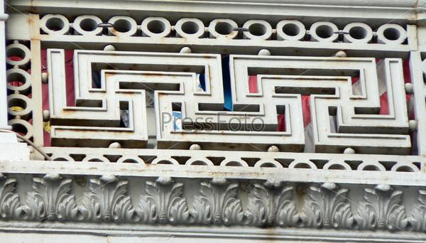 Орнамент балкона здания в Санкт-Петербурге